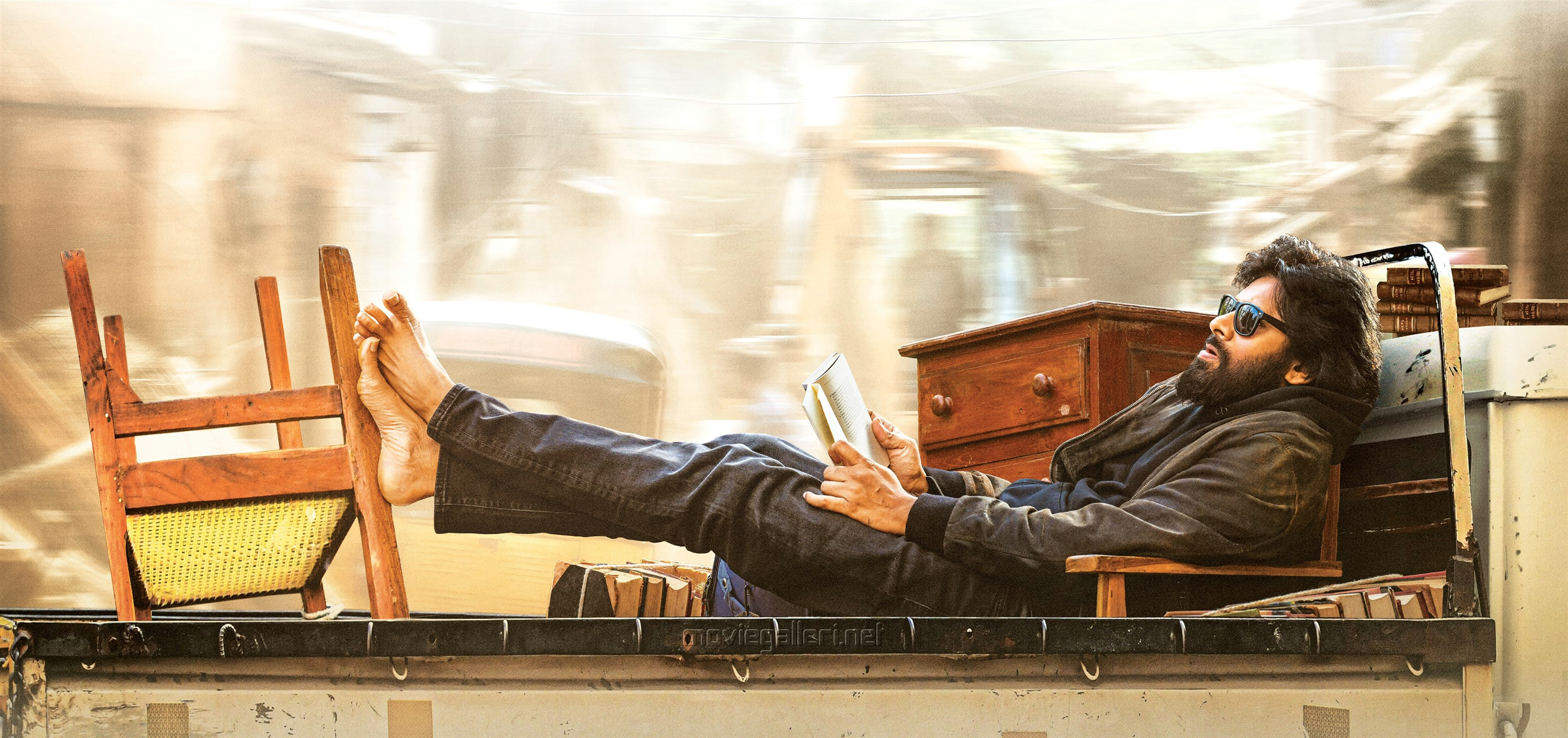 Powerstar Pawan Kalyan Vakeel Saab Movie First Look HD IMage