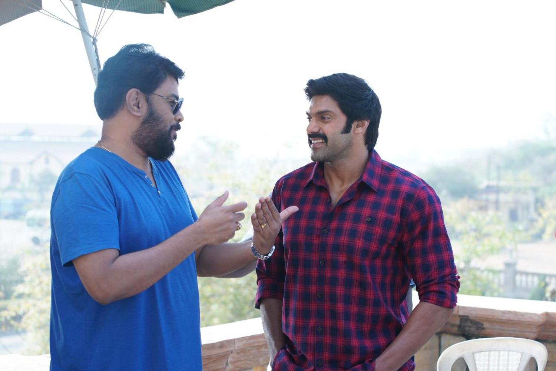 Sundar C, Arya, Raashi Khanna in Aranmanai 3 Movie Details