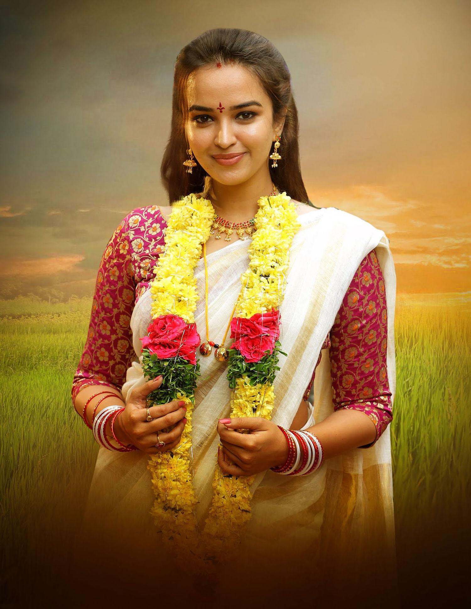 Actress Pujita Ponnada As Spoorthi From Odela Railwaystation Movie HD Images