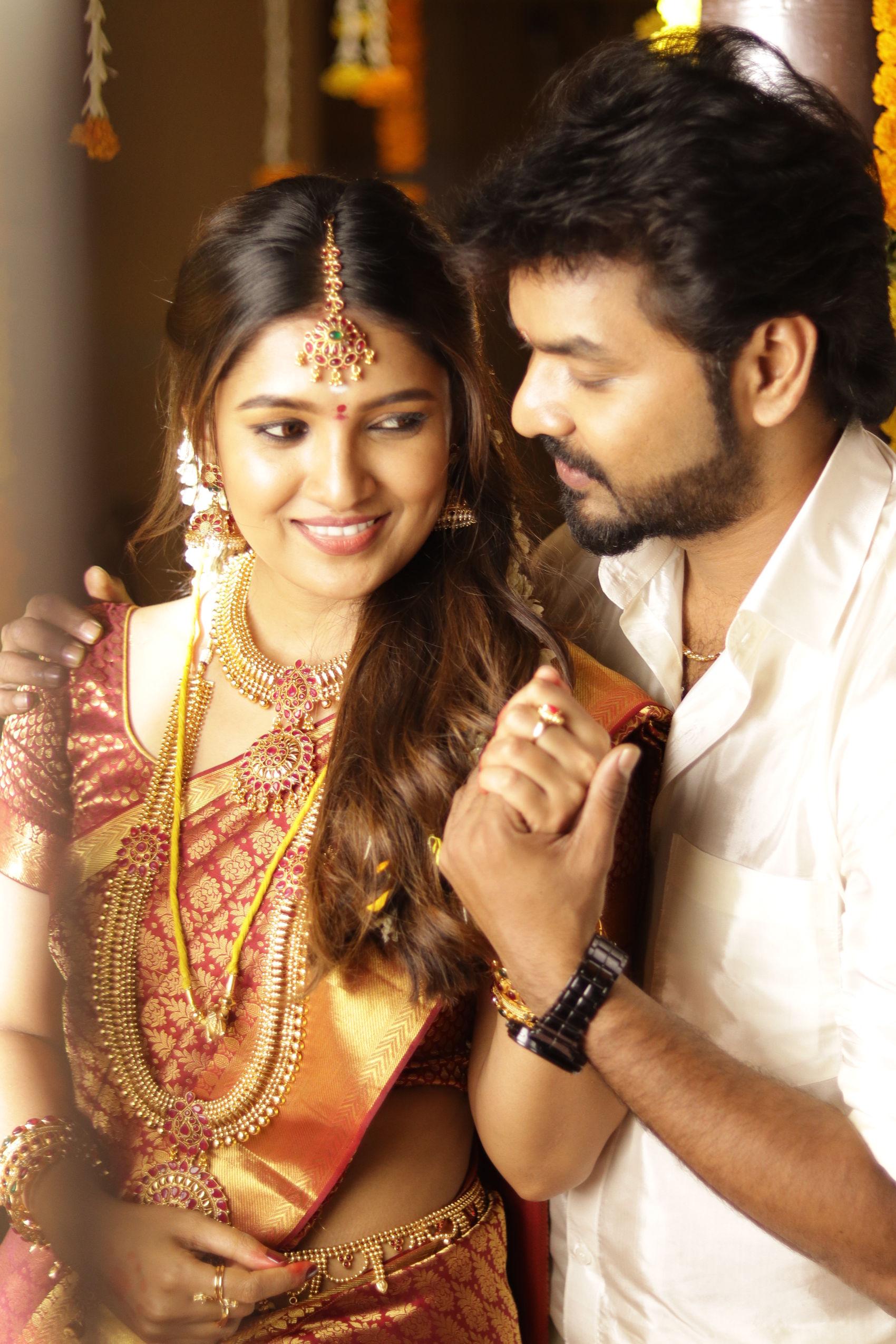 Jai & Vani Bhojan Triples Movie Romantic song Nee En Kannadi Out now