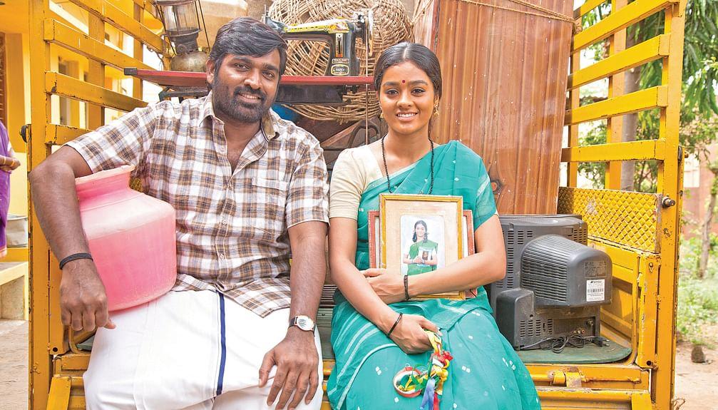 Vijay Sethupathi, Gayathrie in Maamanithan Movie Stills