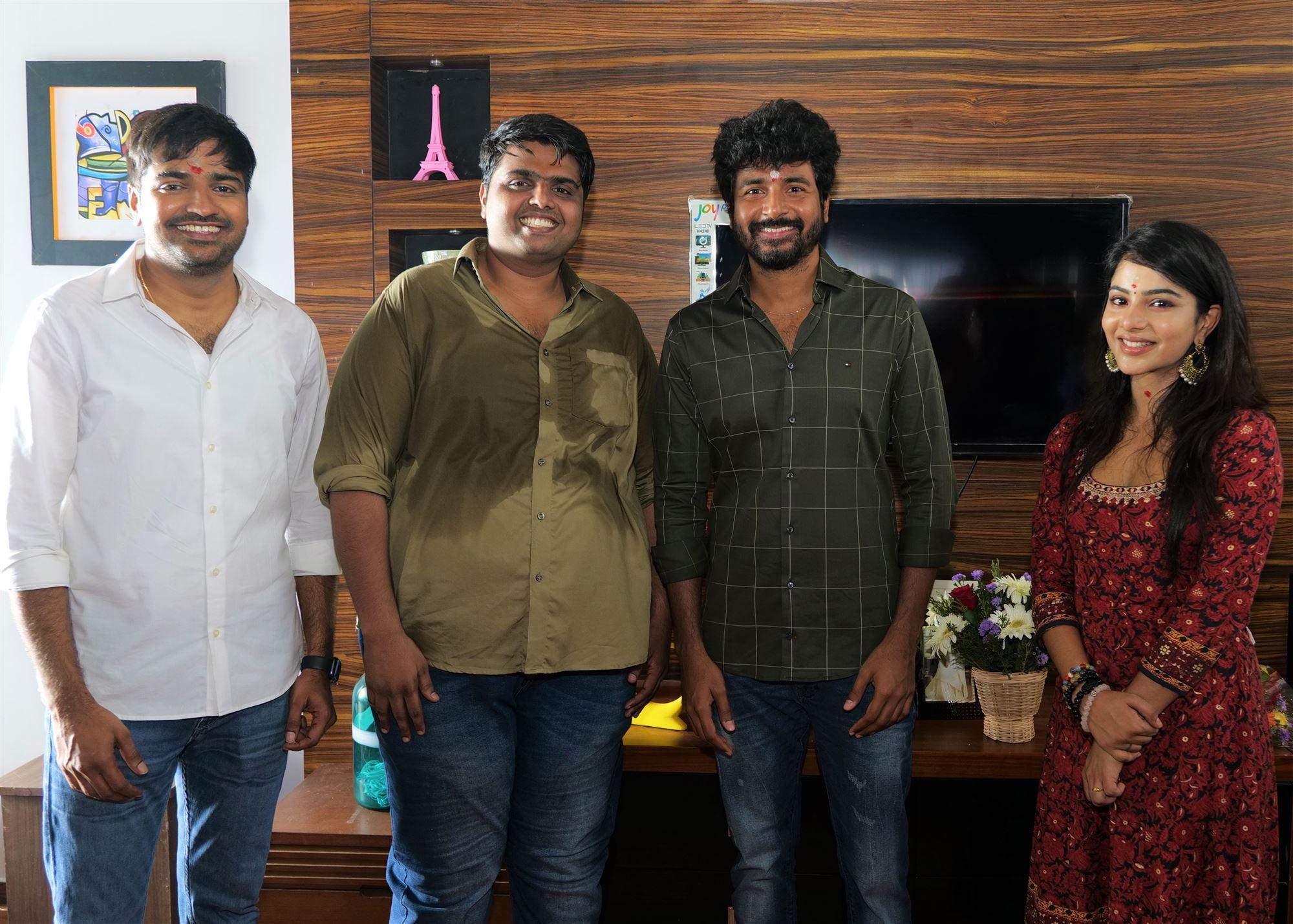 Sathish, Kishore Rajkumar, Sivakarthikeyan, Pavithra Lakshmi @ AGS Entertainment Production No 21 Pooja
