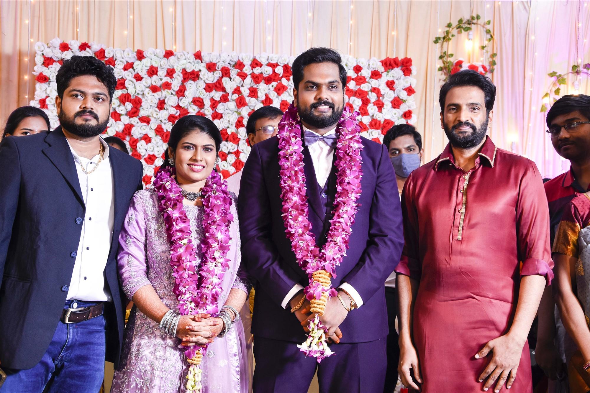 Actor Santhanam @ Dikkiloona Movie Director Karthik Yogi Wedding Images HD