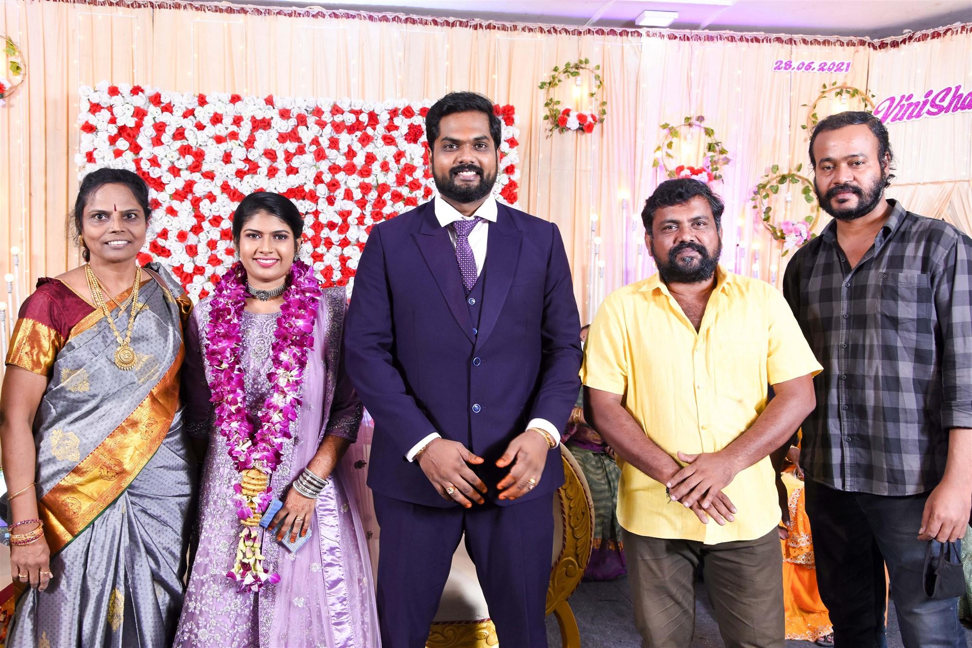 Actor Kaali Venkat @ Dikkiloona Movie Director Karthik Yogi Wedding Images HD