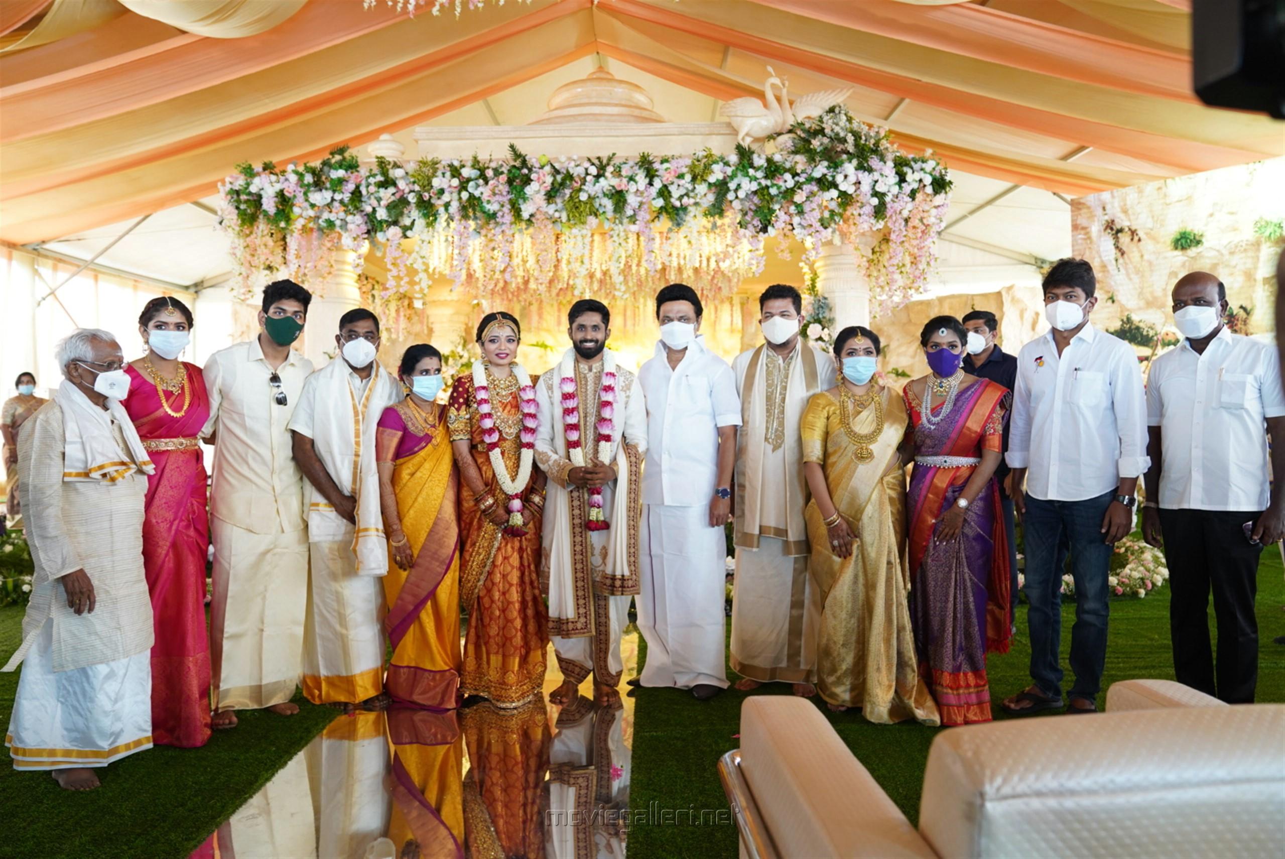 MK Stalin, Udhayanidhi, Ma Subramanian @ Director Shankar daughter Aishwarya Wedding HD Photos