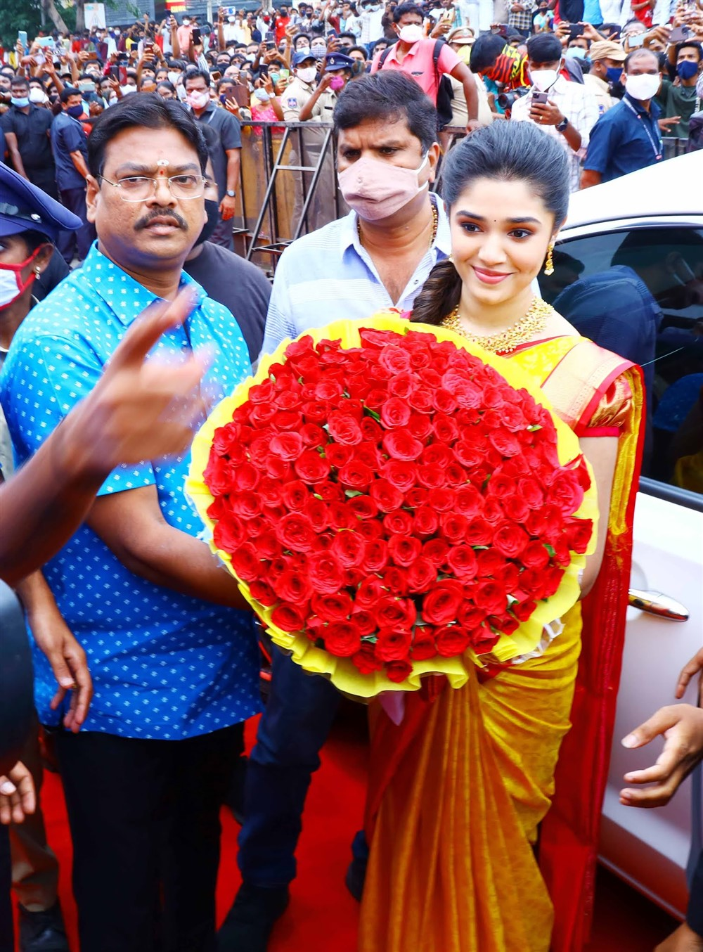 Actress Krithi Shetty being received by Mr PN Murthy (Extreme right), Founder, Maangalya shopping malls