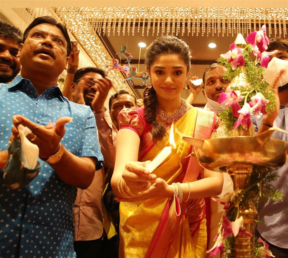 Chief Guest & Tollywood Actress Krithi Shetty inaugurating the 10th Maangalya Shopping Mall in Hyderabad, at AS Rao Nagar