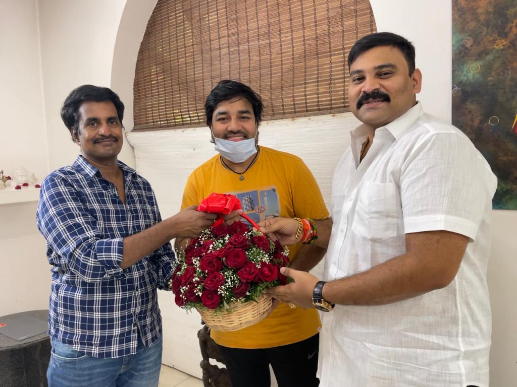 "Mirchi Shiva in Director Kannan's official recreation of evergreen Tamil classic-comedy ""Kasethan Kadavulada"""