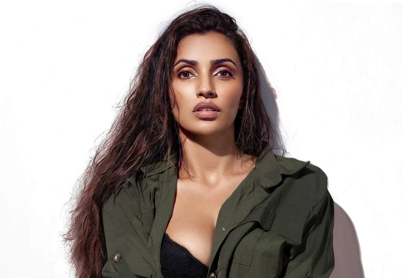 Actress Akshara Gowda pairs Aadhi in Ram Pothineni RAPO19 Movie