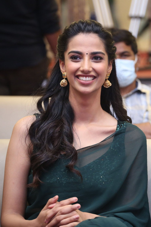 Actress Meenakshi Chaudhary Stills @ Ichata Vahanamulu Niluparadu Pre Release