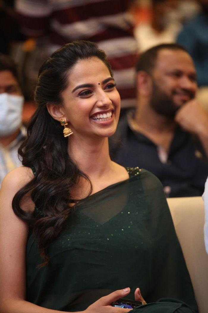 Ichata Vahanamulu Niluparadu Actress Meenakshi Chaudhary Stills in Green Saree